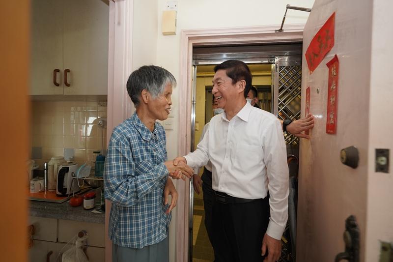 骆惠宁到社区看望慰问香港市民