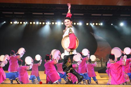 幼儿藏族舞蹈剪影