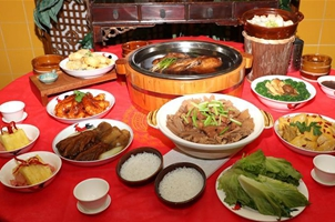 香港盆菜︰融(rong)合(he)傳統(tong)現代味 訴說千古團圓情